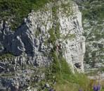 Blick vom Gipfel hinunter zum Vorgipfel, wo einige weitere Gipfelstürmer herumturnten.