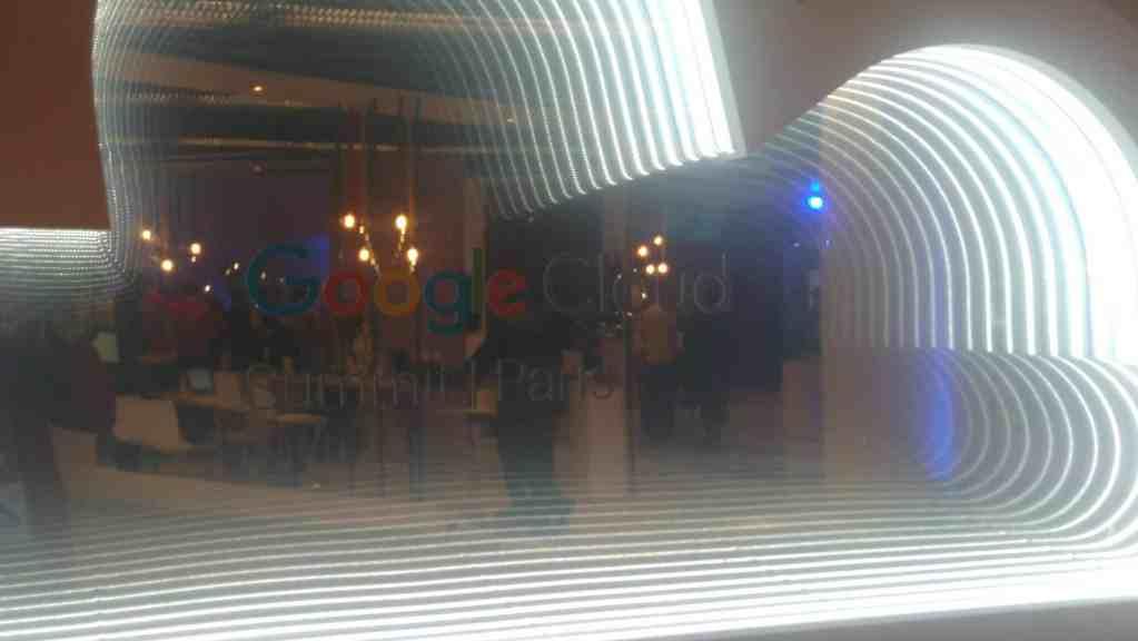 Google Cloud Summit 2017 Mirror effect