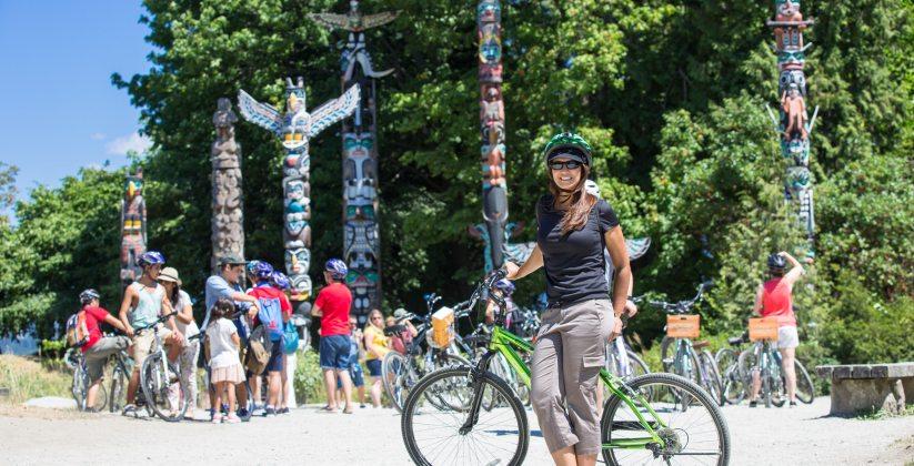 Pedalando no Stanley Park, em Vancouver