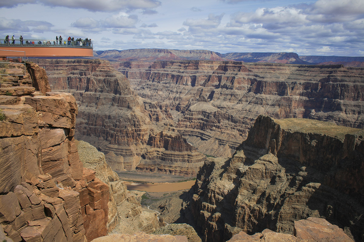 Grand Canyon Skywalk Pros And Cons Of The Adventure