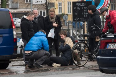 Ouch! Ciclista a Copenaghen, 2015 - Nikon D810, 85mm (16-85mm ƒ/3.5-5.6) 1/30sec ƒ/13 ISO 400