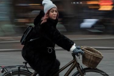 Ciclista a Copenaghen, 2015 - Nikon D810, 62mm (16-85mm ƒ/3.5-5.6) 1/30sec ƒ/14 ISO 3200