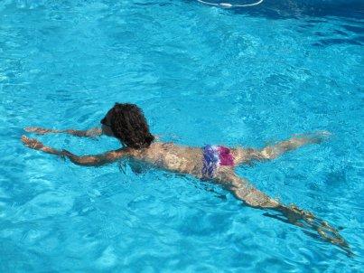 Il fascino della piscina, David Hockney's style. Biot (Francia) 30 agosto 2010.
