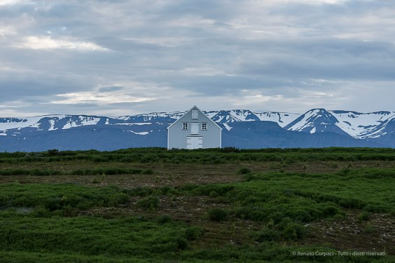 A house on road 85 to Husavik. Nikon D750, 105 mm (80-400.0 mm ƒ/4.5-5.6) 1/800 sec ƒ/5.6 ISO 1250