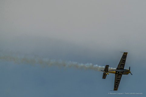 Aude Lemordant on her single propeller Extra 330 SC. Nikon D810, 400 mm (80-400.0 mm ƒ/4.5-5.6) 1/2000 sec ƒ/6.3 ISO 400