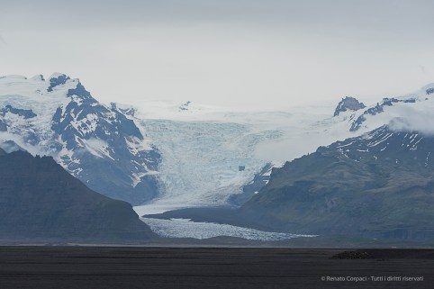 Vatnajökull is the most extensive glacier in Iceland, covering more than 8 percent of the country, and one of the largest ice surfaces in Europe. Nikon D810, 130 mm (80-400.0 mm ƒ/4.5-5.6) 1/1250 sec ƒ/8 ISO 400