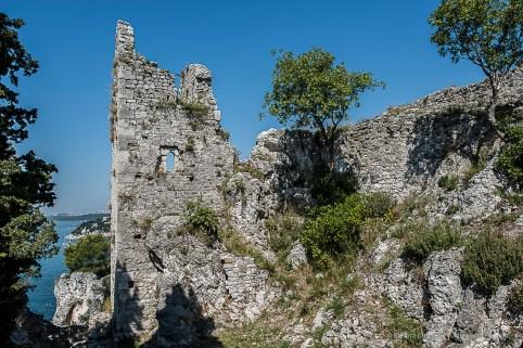 Duino, Castelvecchio. Nikon D810, 24 mm (24.0 mm ƒ/1.4) 1/200 sec ƒ/7.1 ISO 64