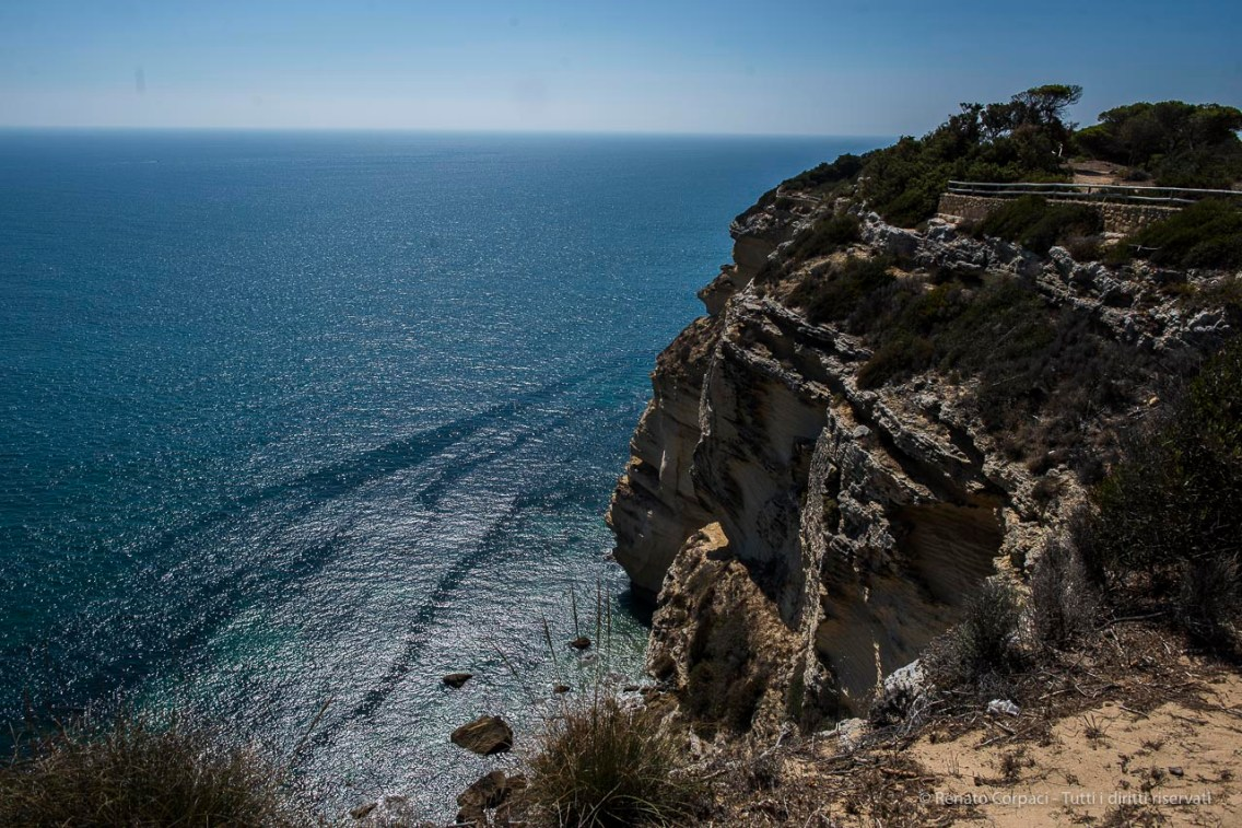 """The cliffs at Los Caños de Meca. Out at sea, in theese waters in 1805, the famous battle of Trafalgar. Nikon D810 24 mm (24.0 mm ƒ/1.4) 1/400"""" ƒ/6.3 ISO 64"""