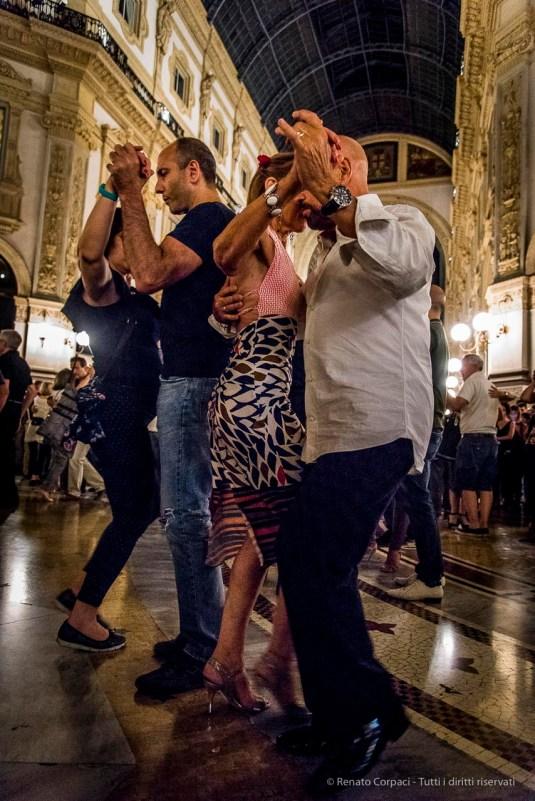An evening of Tango in the Milano, Galleria Vittorio Emanuele II, June 2018. Nikon D810, 24 mm (24-120 mm ƒ/4) 1/125 mm ƒ/4 ISO 12800