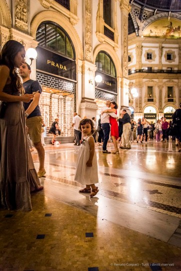 An evening of Tango in the Milano, Galleria Vittorio Emanuele II, June 2018. Nikon D810, 24 mm (24-120 mm ƒ/4) 1/125 mm ƒ/4 ISO 5600