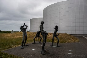 """The Band"" by artist Þorbjörg G. Pálsdóttir. Statues outside Perlan Building. Nikon D810, 24.0 mm (24.0mm ƒ/1.4) 1/200 sec ƒ/5.0 ISO 64"