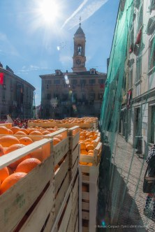 """Oranges deployed in the Piazza di Città before the Battle. Nikon D810, 24 mm (24-120 mm ƒ/4) 1/1000"""" ƒ/16 ISO 800"""