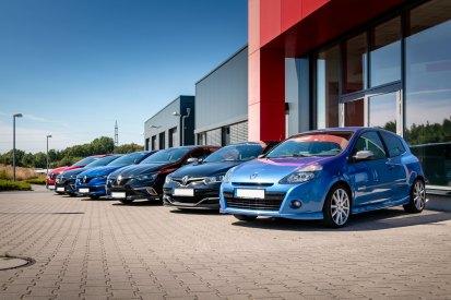 Gruppenfoto der Renault Freunde Ruhrgebiet bei DTE-Systems