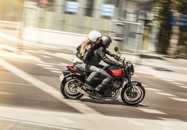 Kawasaki-Z900RS-2018-Two-up