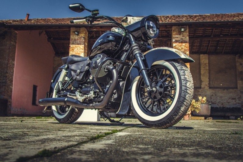 Moto Guzzi V9 Bobber Custom, 'Vecchio Conio' by Rustom [front-end-right]