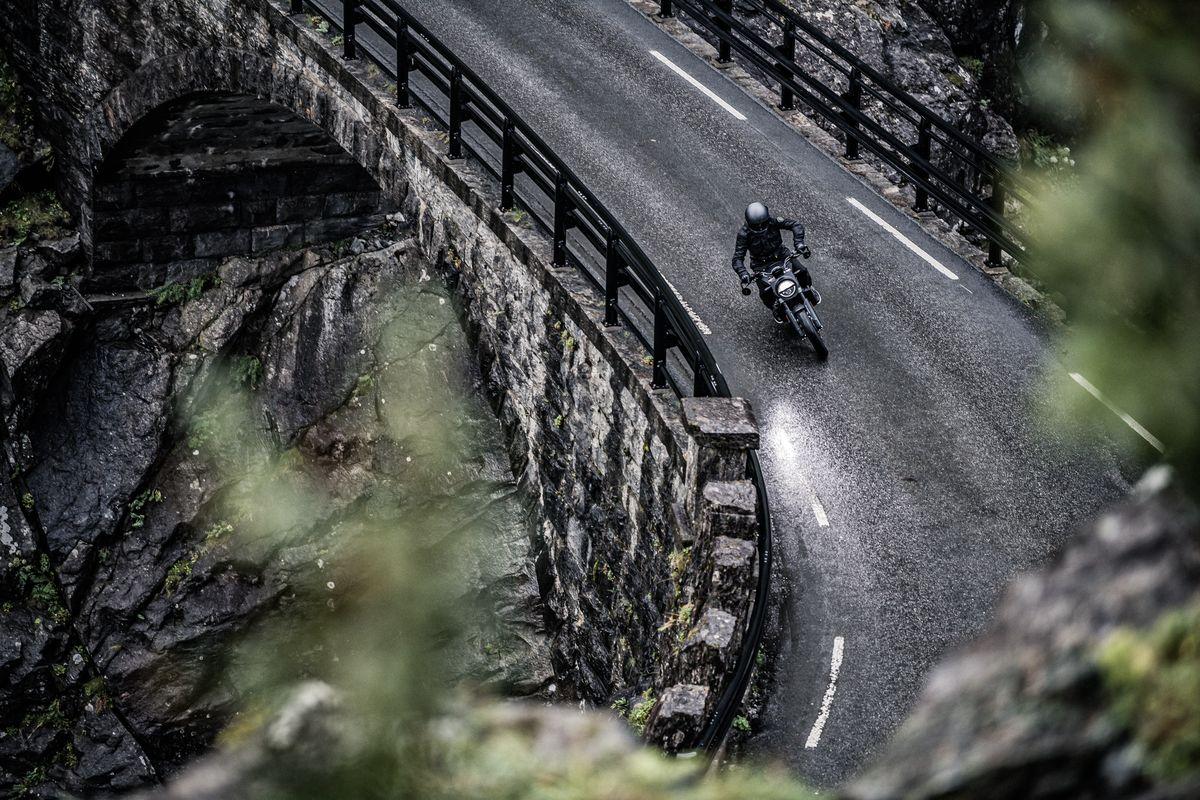 Mountain Road Top Svartpilen 701 2019