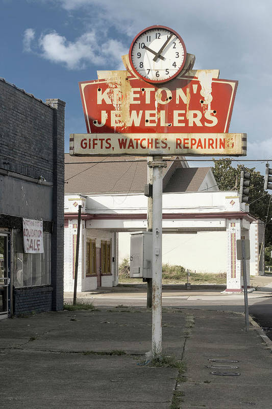 Keeton's Jewelers in Knoxville, TN is no longer in business. But the clock still stands.