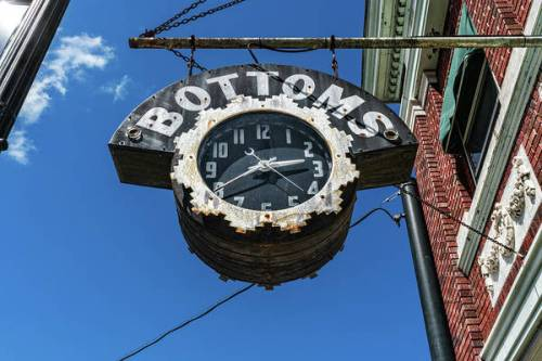 Bottoms shop clock in Bardstown, Kentucky.