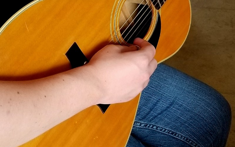Easy way to Teach Guitar in Homeschool | Renée at Great Peace #homeschoolmusic #homeschool #musicinhomeschool #guitar #guitarlessons #ihsnet