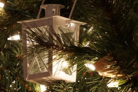 Lanterns on a nautical themed Christmas tree