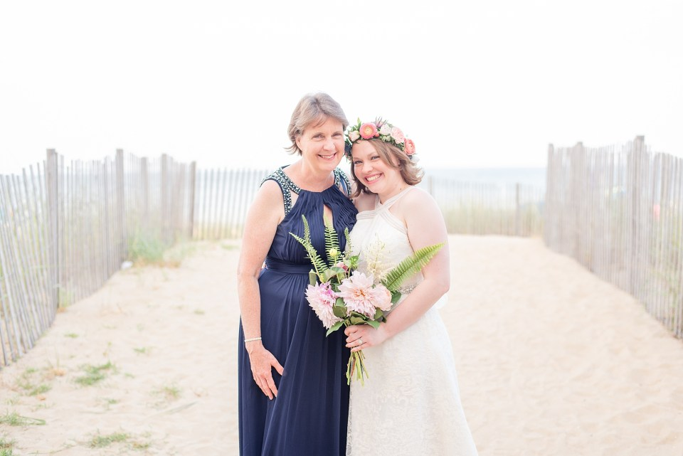 mom and daughter on wedding day photographed by Renee Nicolo Photography