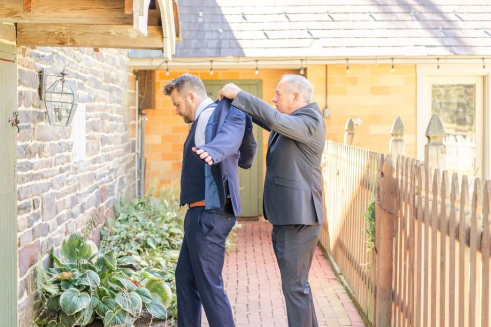 groom prepares for wedding day in PA with Renee Nicolo Photography