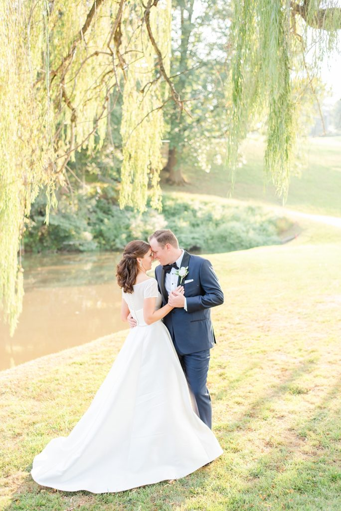 Lafayette Hill wedding photographer Renee Nicolo Photography captures photos at Whitemarsh Valley Country Club