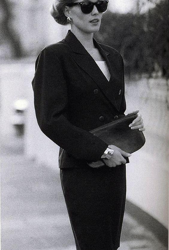 jonge vrouw in vintage mode