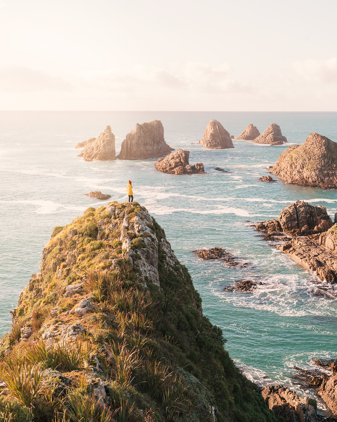 12 MUST SEE PLACES ON THE SOUTH ISLAND OF NEW ZEALAND - NUGGET POINT LIGHTHOUSE