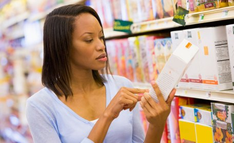 Reading-food-labels