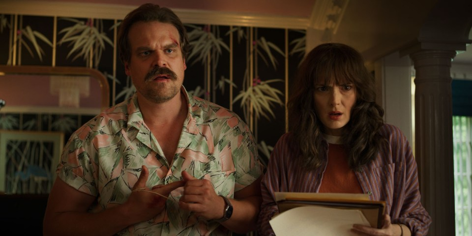 David Harbour und Wonona Ryder in Stranger Things 3 (Bild: Netflix)