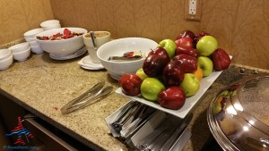 Los Angeles LAX IHG Crown Plaza Club Room King room review RenesPoints Blog (12)
