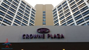 Los Angeles LAX IHG Crown Plaza Club Room King room review RenesPoints Blog (14)