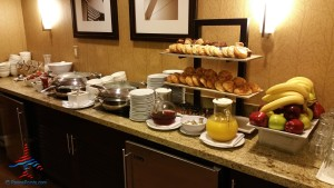 Los Angeles LAX IHG Crown Plaza Club Room King room review RenesPoints Blog (15)