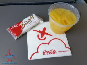 snacks look the same as Delta on AA RenesPoints blog