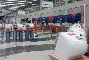 empty delta service counter renespoints travel blog