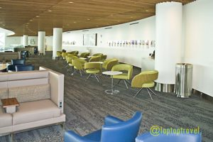 balcony-seating-area-above-delta-seatac-skyclub-terminal-a-seattle-airport