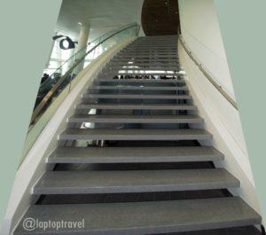 dsc_8821_grand-staircase-entrance-delta-skyclub