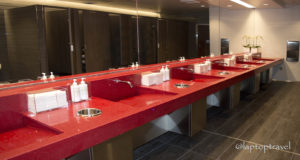 dsc_9178_seattle-delta-skyclub-seatac-mens-bathroom-laptoptravel_