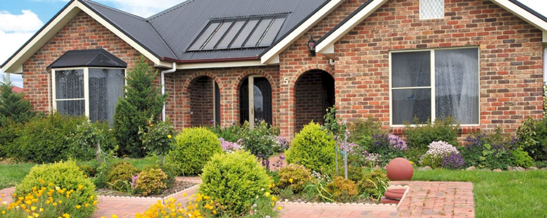 Arrangement Of A Neat Red Brick To Beautify The Exterior Of The House 08