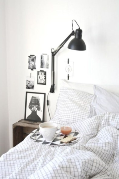 Cozy Bedroom Ideas For Your Tiny Apartment 31