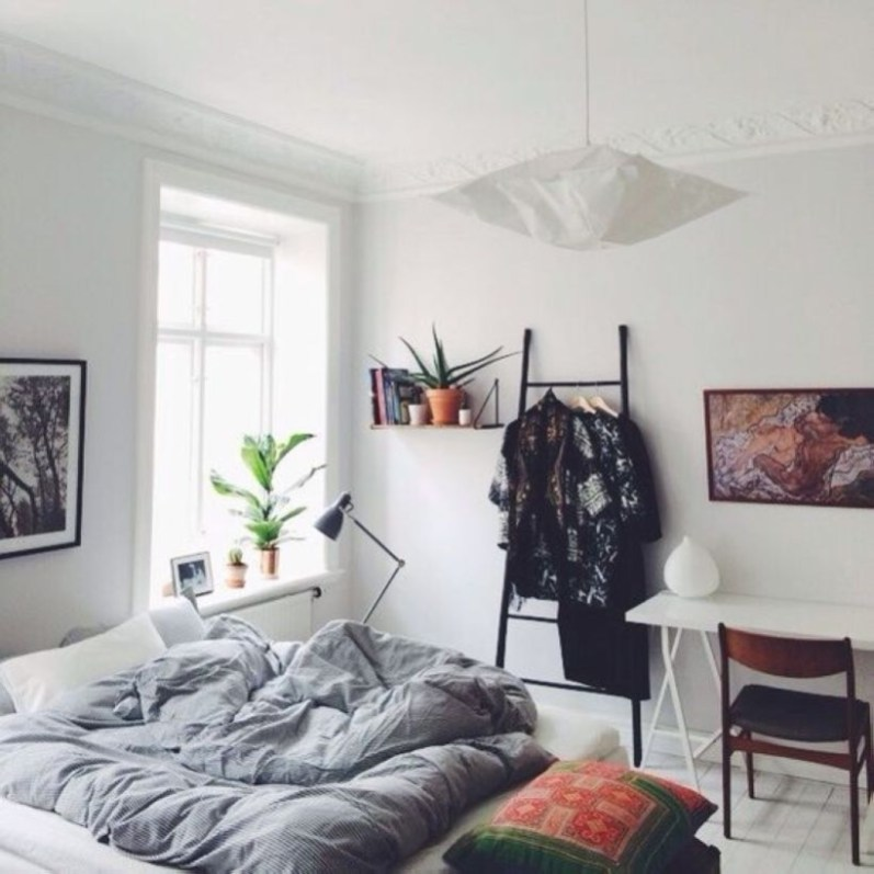 Cozy Bedroom Ideas For Your Tiny Apartment 36