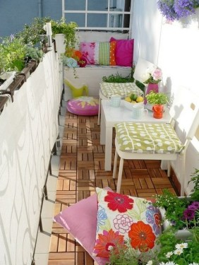 Creative Yet Simple Balcony Decor Ideas For Apartement08