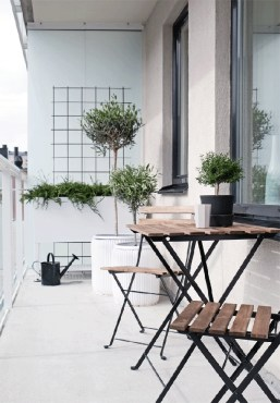 Creative Yet Simple Balcony Decor Ideas For Apartement25