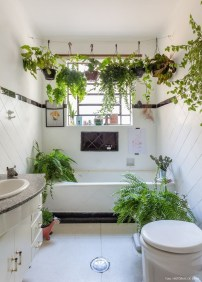 Lovely House Plants In The Bathroom27