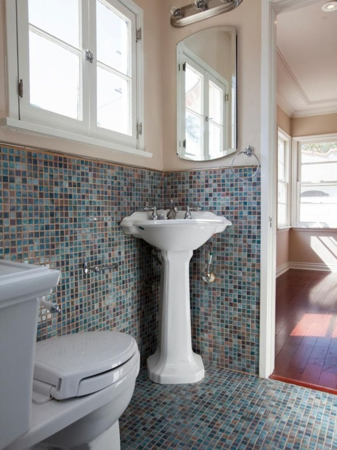 Small Bathroom Makeovers That Give Us Hope 17