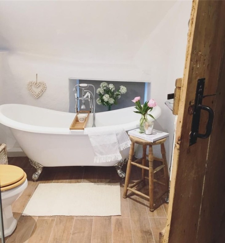 Small Bathroom Makeovers That Give Us Hope 25