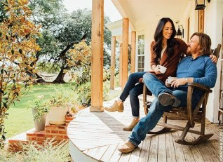 Ways To Create A Relaxing Porch For Big Family 06