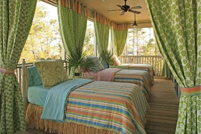 Ways To Create A Relaxing Porch For Big Family 19