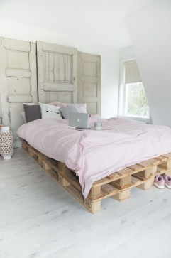 DIY Pallet For Bed Place For Your Idea 32